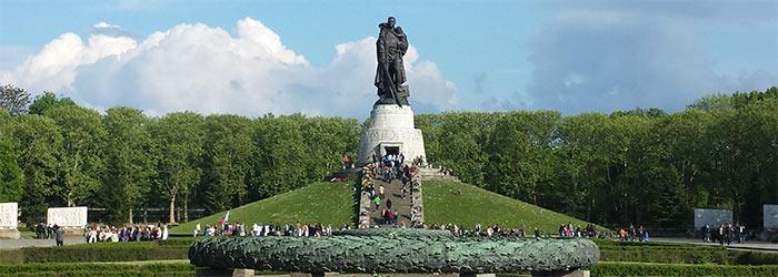 Солдат освободитель в Берлине